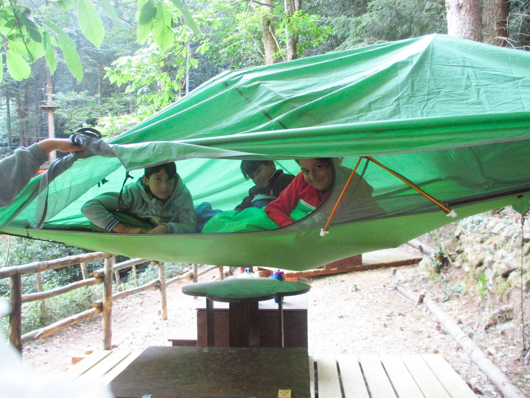 Tenda sospesa a 2 metri