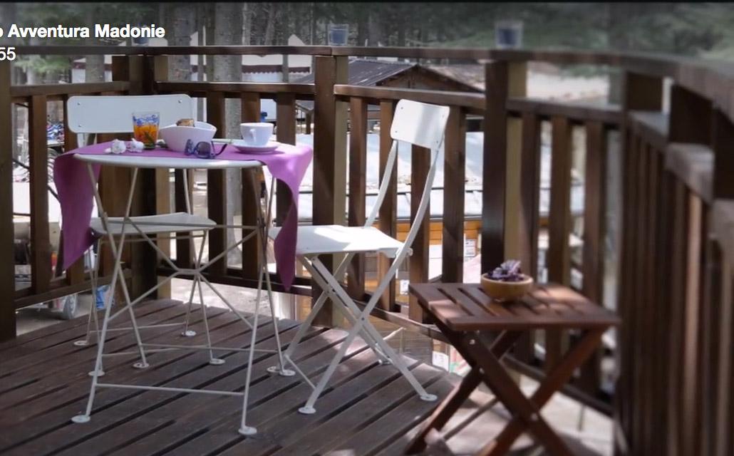 Tavolo e sedie della terrazza d'ingresso